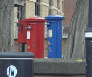 londonpost3.jpg