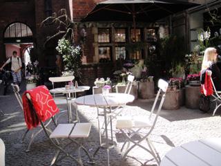 royalcafe1.jpg